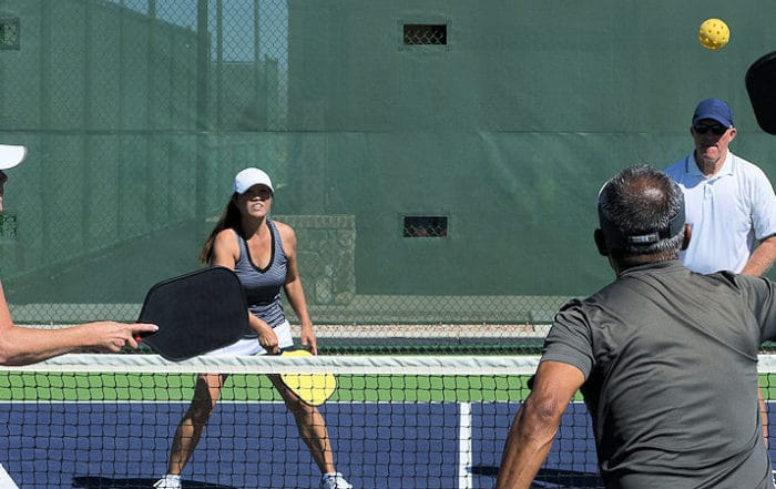 how to play pickleball on a tennis court